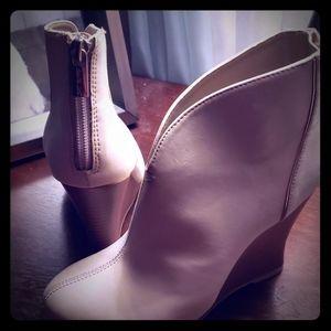 Jennifer Lopez boots size 5
